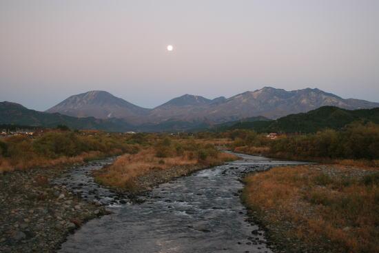 20,11,14 満月と連山大谷川1b.jpg