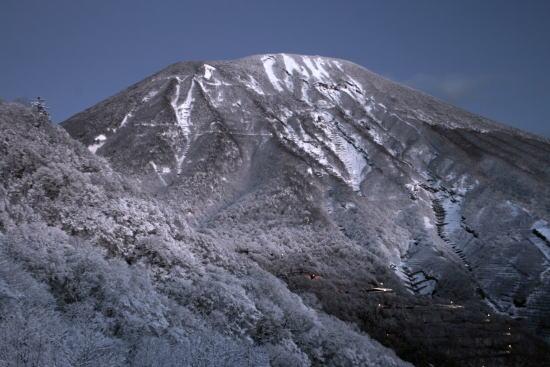20,11,26 未明の男体山1b.jpg