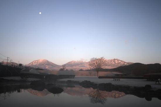 20,12,15 十六夜の月と連山朝焼け4-3b.jpg