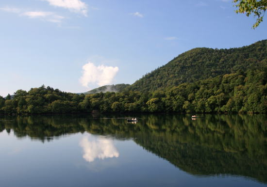 20,9,7 湯の湖鏡面1b.jpg