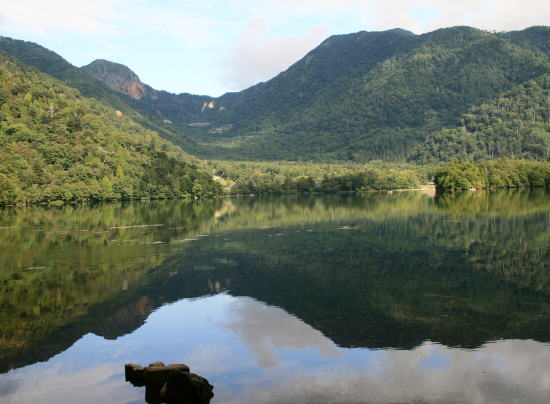 20,9,7 湯の湖鏡面5b.jpg