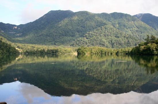 20,9,7 湯の湖鏡面6b.jpg