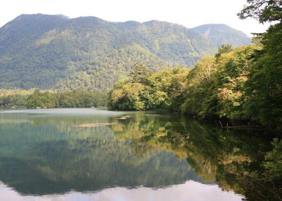 20,9,7 湯の湖鏡面7b.jpg