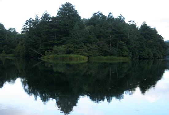 20,9,8 湯の湖鏡面1b.jpg