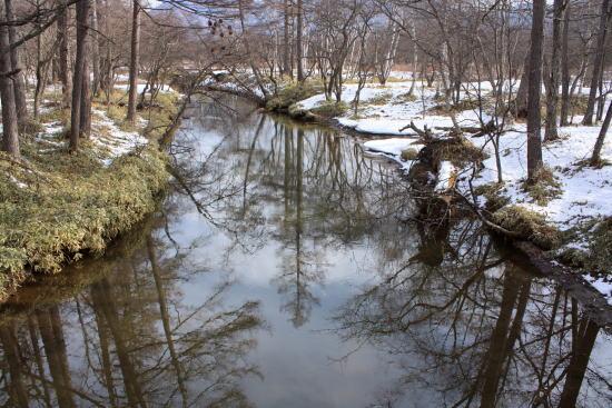 21,4,4 残雪の湯川1-2b.jpg
