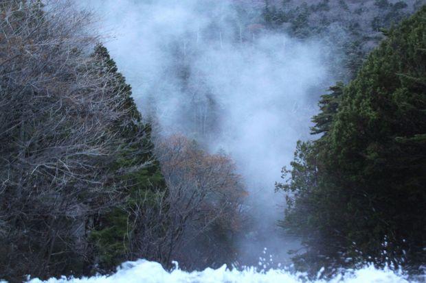 23,11,10 湯滝のけあらし1-7e.jpg