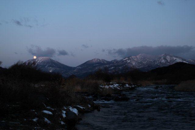 23,1,21 満月と連山2-5.jpg