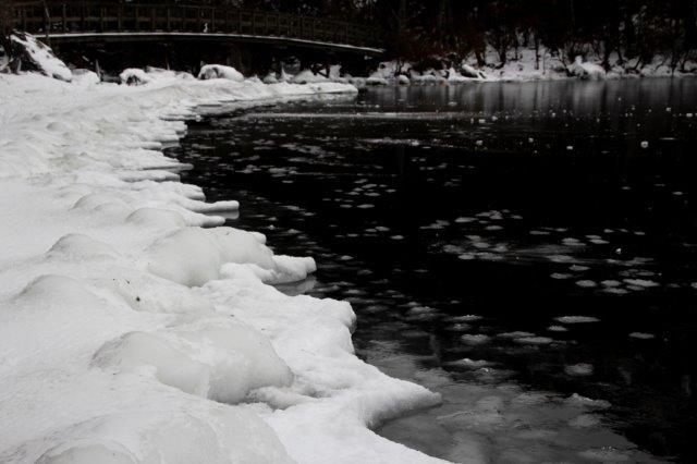 26,12,20 湯の湖凍結開始1-5.jpg