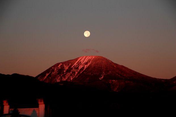 27,11,17 満月と初冠雪連山2-5b.jpg