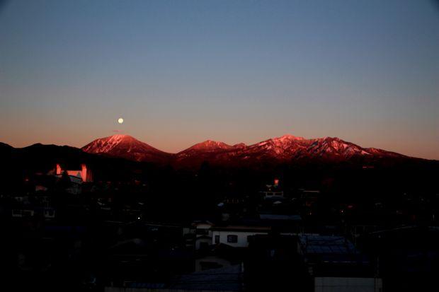 27,11,17 満月と初冠雪連山2-7b.jpg