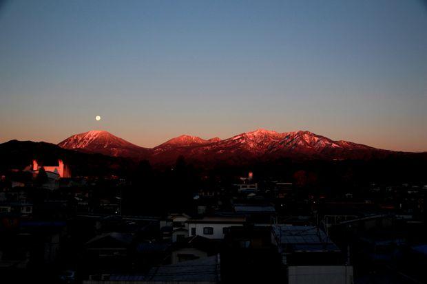 27,11,17 満月と初冠雪連山3-1b.jpg