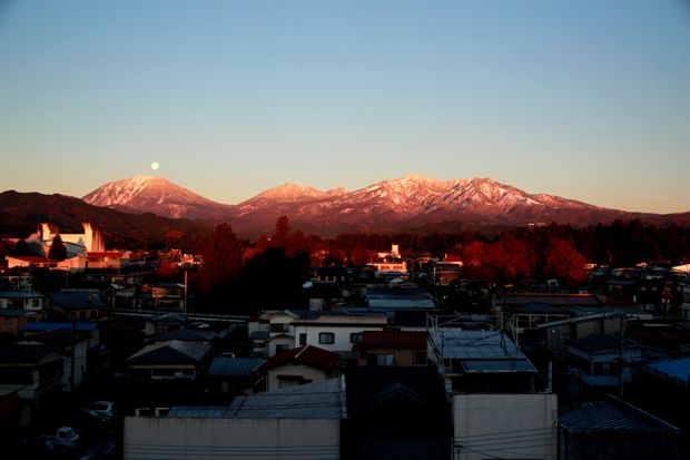 27,11,17 満月と初冠雪連山3-5b.jpg