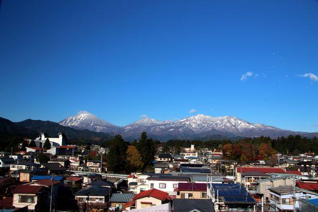 27,11,17 満月と初冠雪連山4-2b.jpg