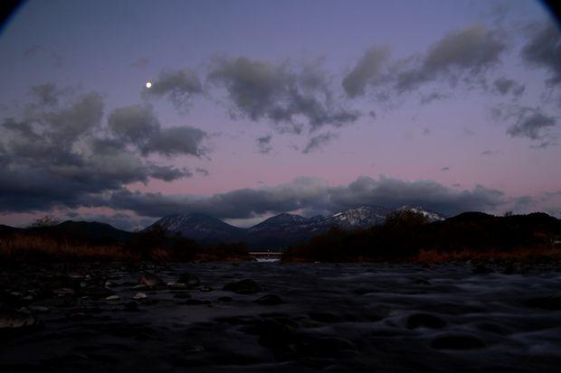 27,11,28満月と連山朝焼け2-1b.jpg