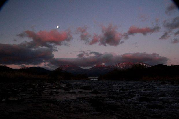 27,11,28満月と連山朝焼け2-4b.jpg