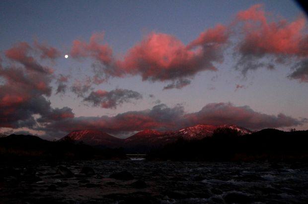27,11,28満月と連山朝焼け2-8b.jpg