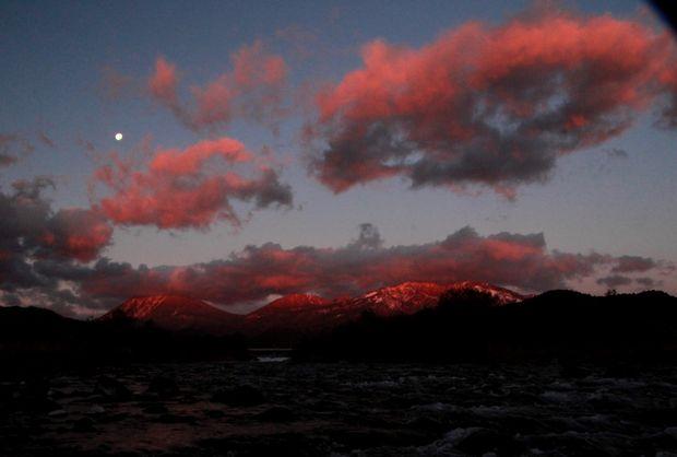 27,11,28満月と連山朝焼け3-1b.jpg