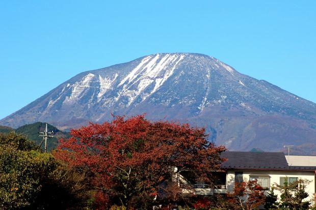 28,11,12 冠雪連山と巷の紅葉3-4b.jpg