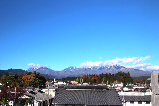 28,11,12 冠雪連山と巷の紅葉5-2'b.jpg