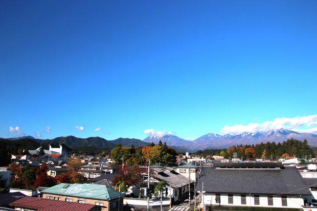 28,11,12 冠雪連山と巷の紅葉5-3b.jpg