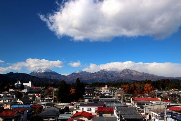28,11,28 冠雪連山と紅葉1-b'.jpg