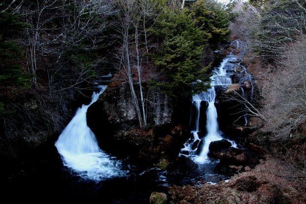 28,12,03夜の竜頭の滝1-1b.jpg
