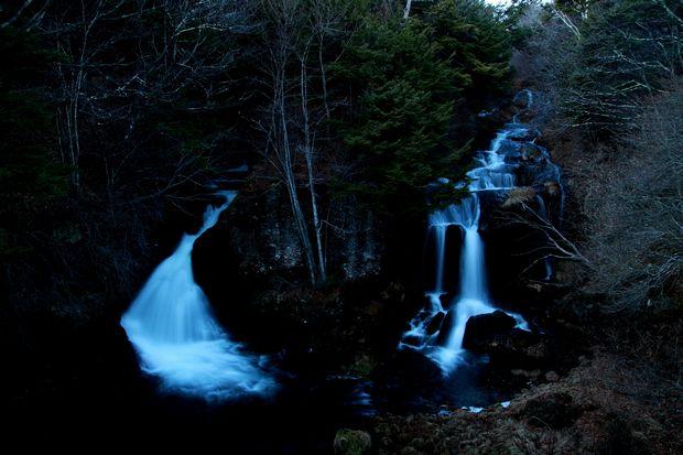 28,12,03夜の竜頭の滝1-2b.jpg