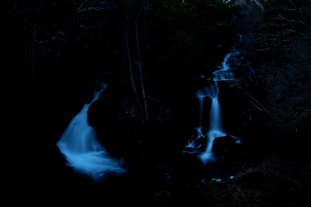 28,12,03夜の竜頭の滝1-3b.jpg