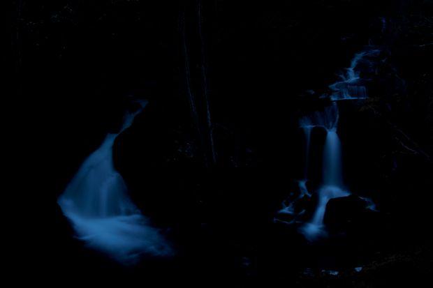 28,12,03夜の竜頭の滝1-6b.jpg
