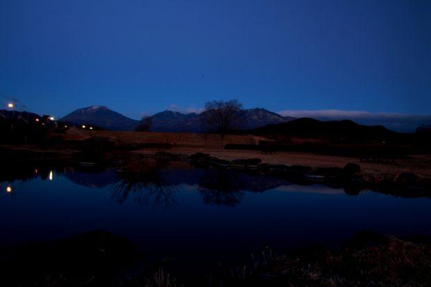 28,12,07日の出の連山鏡像1-3b.jpg