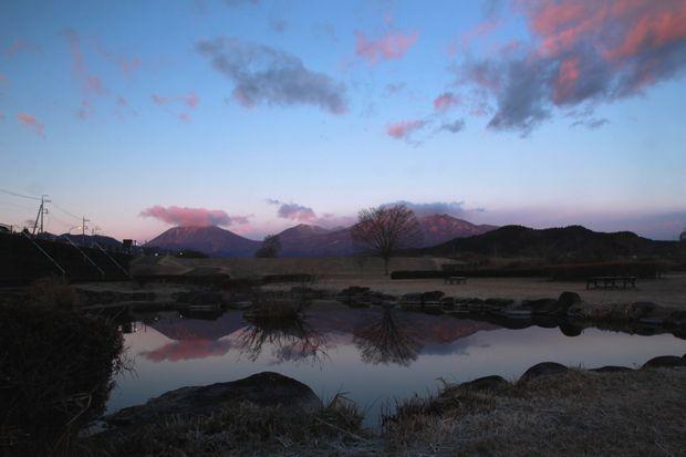 28,12,08日の出の連山鏡像2-6b.jpg