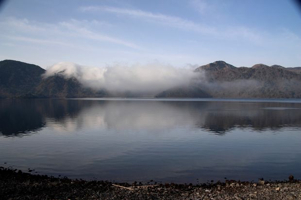 28,5,3 中禅寺湖の不思議な霧2-1b.jpg