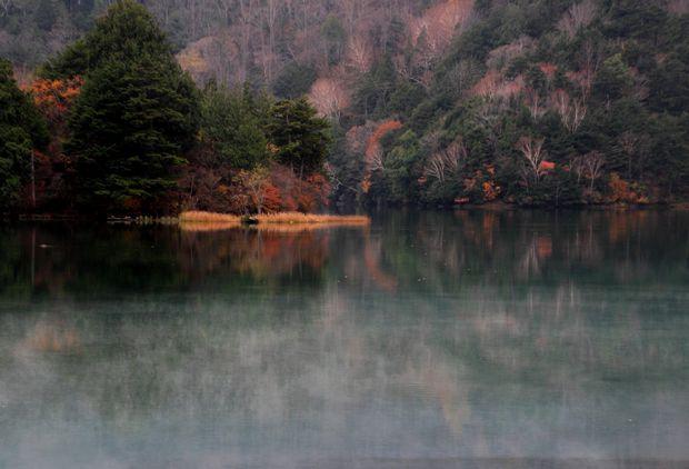 29,10,28 湯の湖晩秋1-5b.jpg