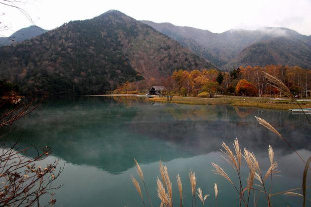 29,10,28 湯の湖晩秋1-9b.jpg