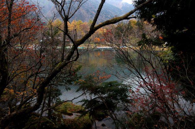 29,10,28 湯の湖晩秋2-2b.jpg