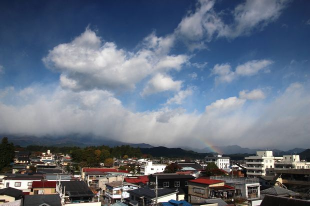 29,10,30雨後の連山と虹1-3b.jpg