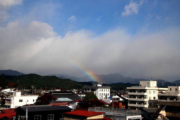 29,10,30雨後の連山と虹1-9b.jpg
