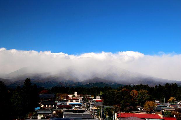 29,10,30雨後の連山と虹2-5b.jpg