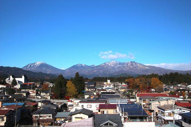 29,11,21冠雪連山と紅葉2-2b.jpg