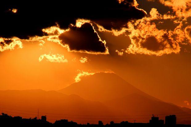 29,11,24火を噴く黒富士1-5b.jpg