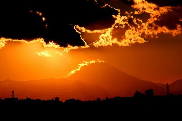 29,11,24火を噴く黒富士2-3b.jpg