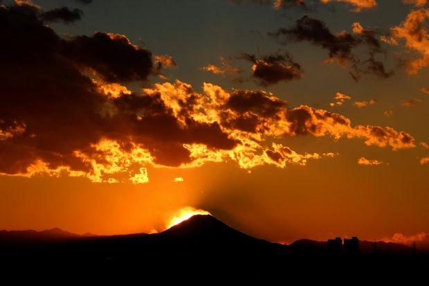 29,11,24火を噴く黒富士3-2b.jpg