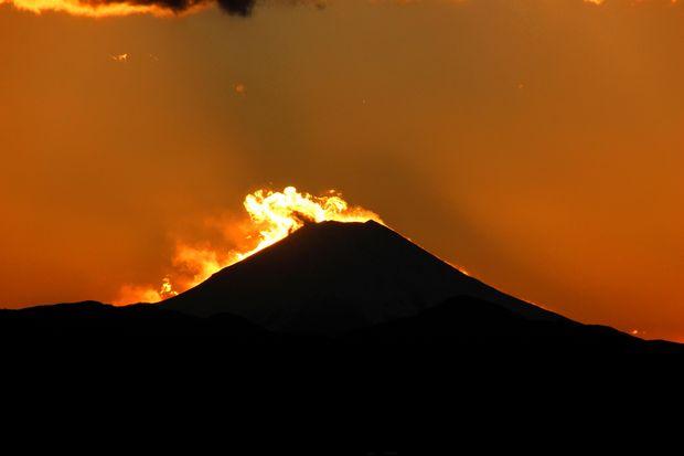 29,11,24火を噴く黒富士3-6b.jpg
