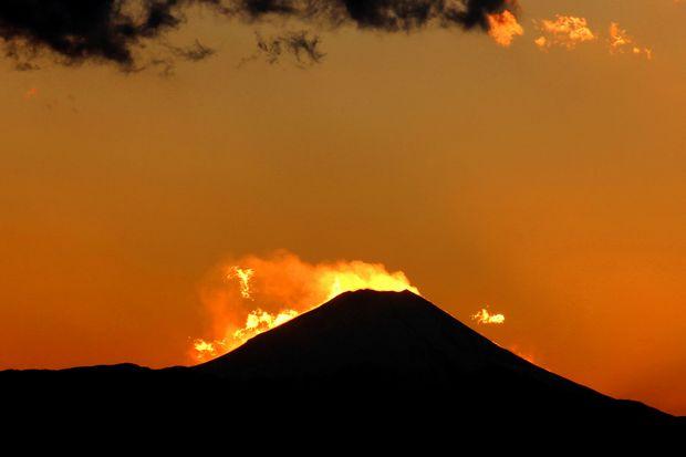 29,11,24火を噴く黒富士4-6'b.jpg