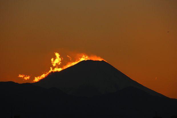 29,11,24火を噴く黒富士5-3b.jpg