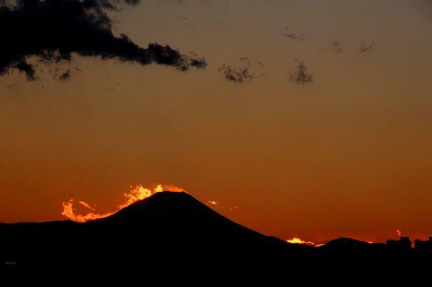 29,11,24火を噴く黒富士5-9b.jpg
