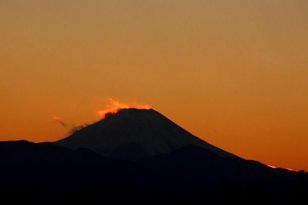 29,11,24火を噴く黒富士6-4b.jpg