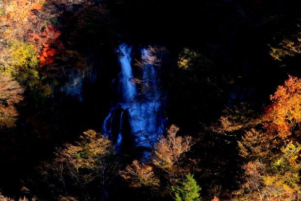 29,11,3霧降の滝の紅葉3-6b.jpg