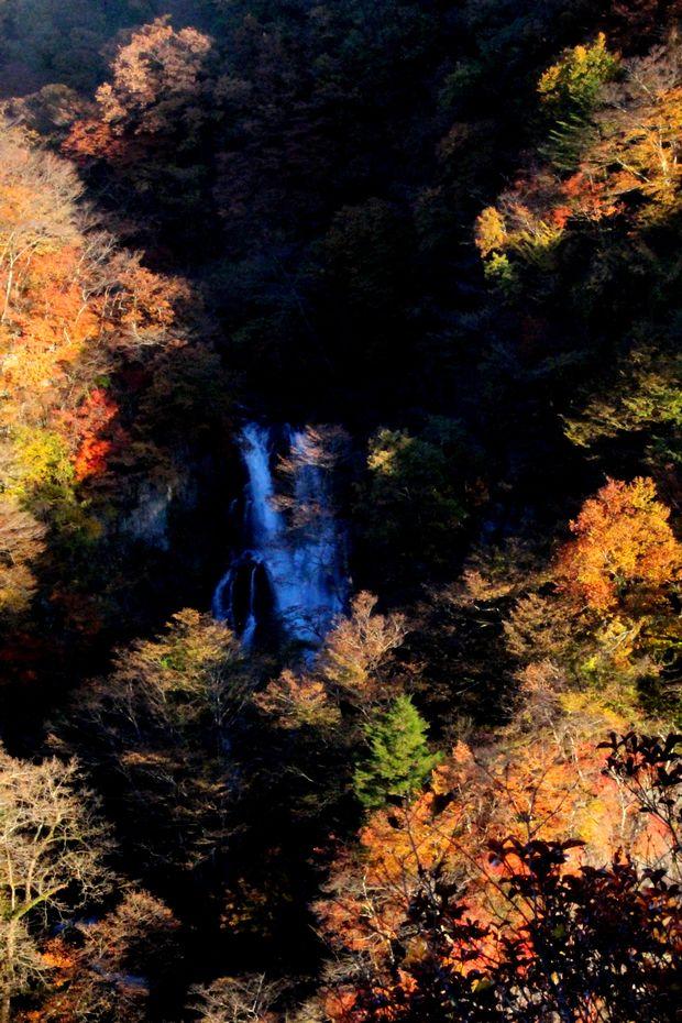 29,11,3霧降の滝の紅葉3-7b.jpg