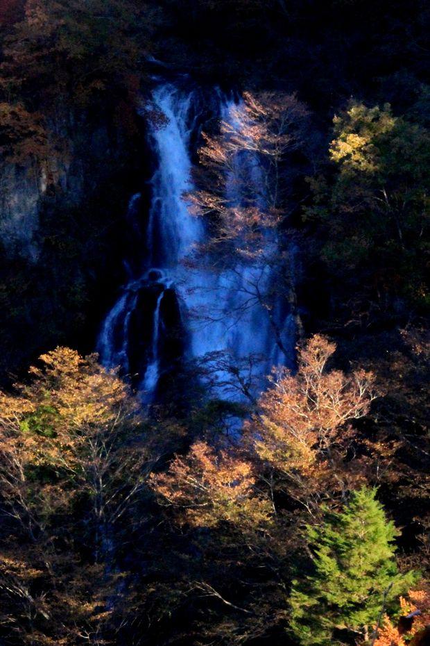 29,11,3霧降の滝の紅葉3-9'b.jpg